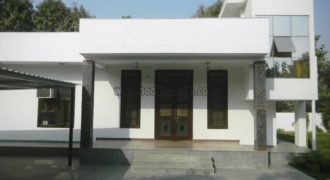 4 BHK 1Acre Semi Furnished Farmhouse Vasant Kunj for Rent/Lease