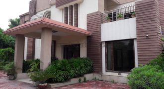 Mini 5 BHK Vasant Kunj Semi Furnished Farmhouse for Rent/Lease