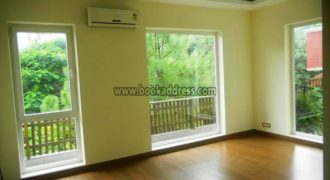 Semi Furnished Defence Colony 3 BHK Apartment/Flat for Rent/Lease