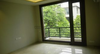 Rent Semi Furnished 3 BHK Apartment/Flat Defence Colony