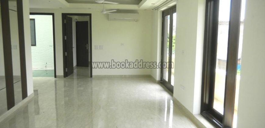 Defence Colony 4 BHK Semi Furnished Apartment/Flat for Rent/Lease