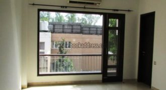 Semi Furnished 3 BHK Apartment/Flat Vasant Vihar for Rent/Lease