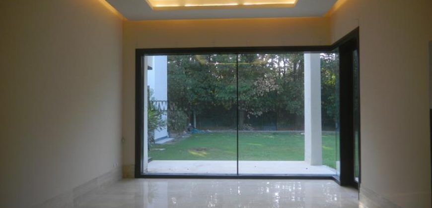 Elegant Semi Furnished 4 BHK Farmhouse in Pushpanjali for Rent and Lease